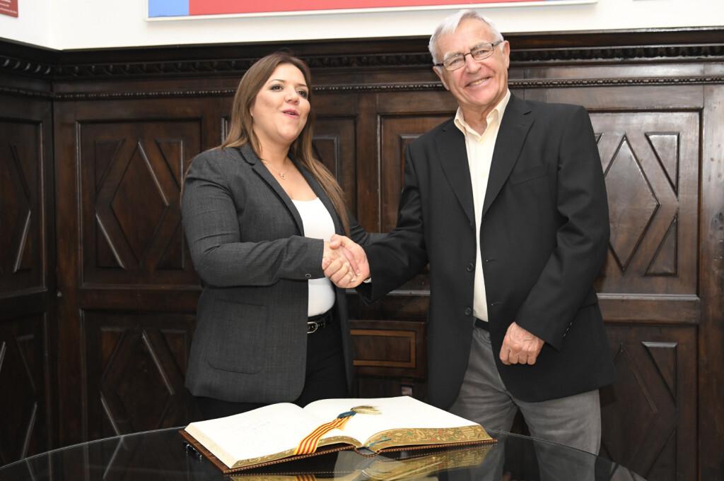 L'alcalde de València, Joan Ribó, rep la vicepresidenta de la República de l'Equador, Maria Vicenta Vicuña