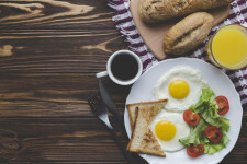 fried-eggs-and-drinks-for-breakfast_23-2147758279