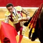 Un presidente inflexible le amarga la fiesta a Enrique Ponce en la Feria del Pilar