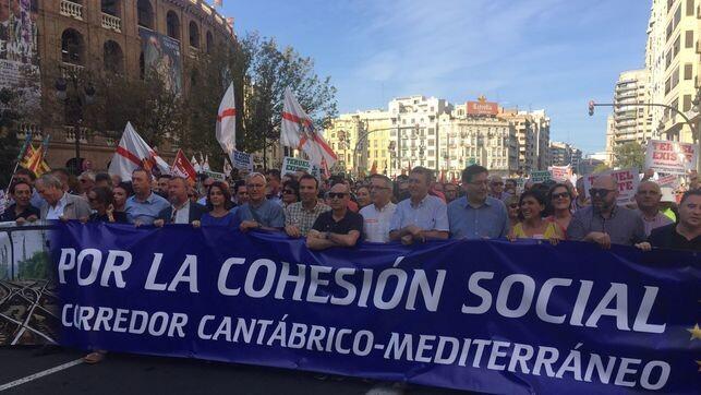 Cabecera-manifestacion-corredor-Cantabrico-Mediterraneo_EDIIMA20181007_0208_4