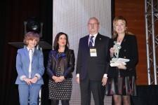 Dra. Mercedes Hurtado recoge el premio Mejor Trayectoria en nombre de la Dra. Ana Lluch