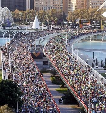 Imagen de la salida del Maratón de Valencia.