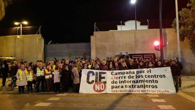 concentraciones-protesta-convocadas-CIEs-Zapadores_EDIIMA20181112_0114_4