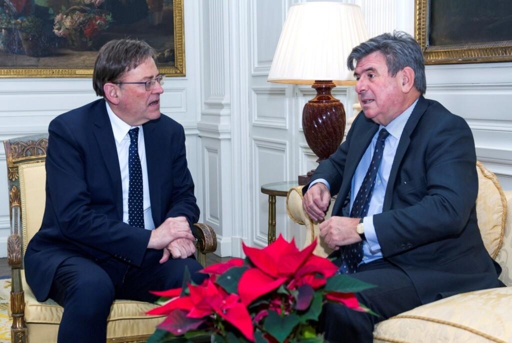 GRAF4762. LONDRES, 10/12/2018.- El president de la Generalitat, Ximo Puig (i), se reúne con el embajador de España en Londres, Carlos Bastarreche, hoy en Chesham Place, en Londres. EFE/Gustavo Valiente