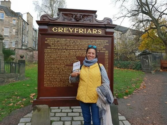 5 Dulce Díaz frente al cementerio de Greyfriars