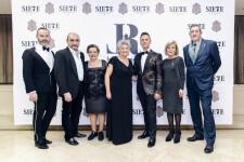 Maestro Mayor y Junta de Gobierno del Gremio con el Premio Aguja Brillante 2018, Luis Rocamora