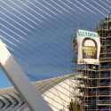 Tanquem Cofrents cuelga dos pancartas en el Ágora para exigir el cierre de la nuclear valenciana