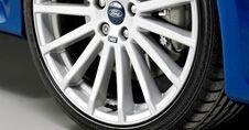 Qué hacer si se pincha un neumático de tu auto y no llevas uno de repuesto