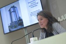 La regidora de Vivenda, Maria Oliver, presenta en roda de premsa el balanç de Vivenda de 2018. Sala de premsa municipal.