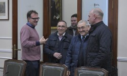 Guiseppe Grezii rep a los taxistas