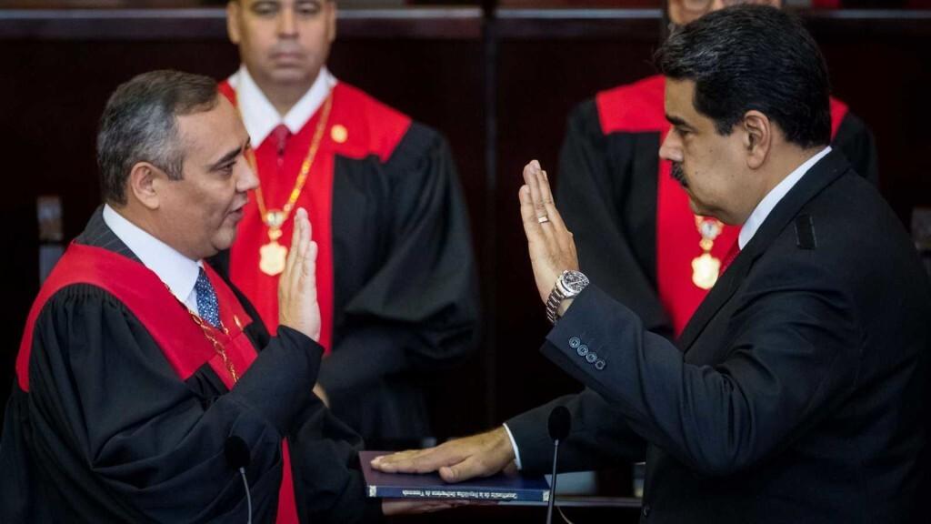 Maduro jura su segundo mandato en Venezuela sin apenas respaldo internacionalÇ