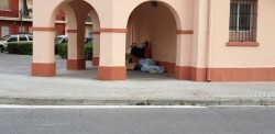 pobre durmiendo vagabundo calle