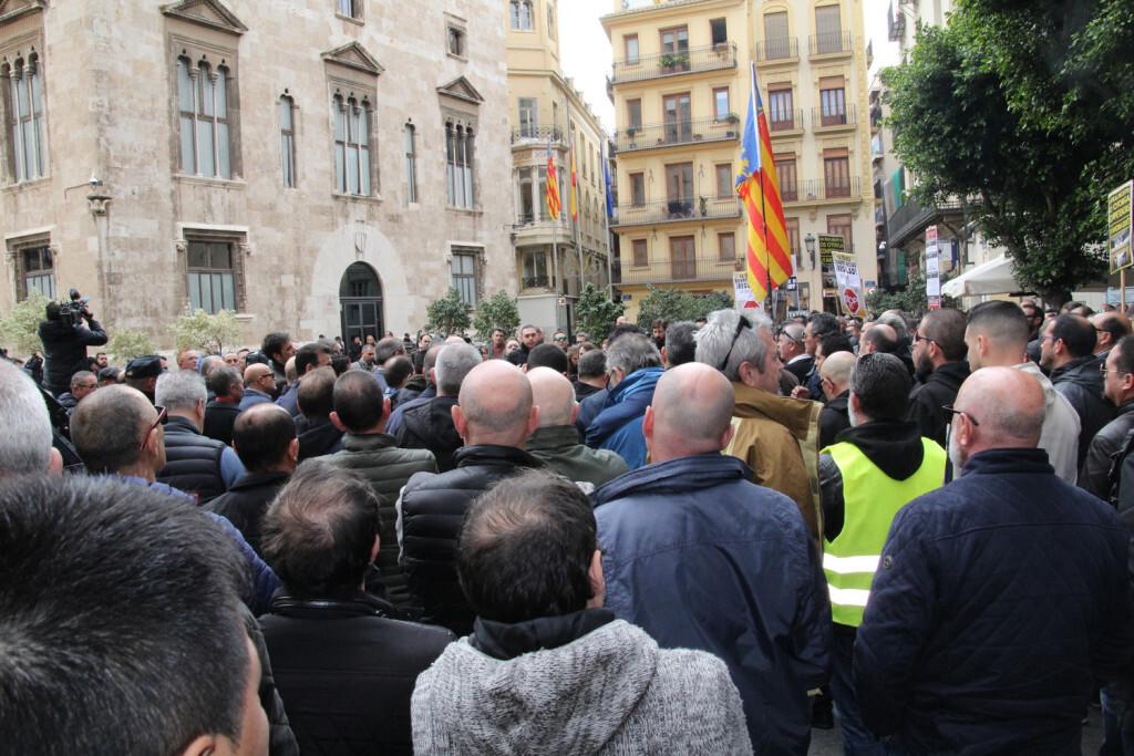 Protesta taxistas contra generalitat
