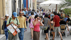 Turistas-Plaza-Reina-Valencia_EDIIMA20150928_0858_18