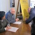 Hosteleros de Russafa se comprometen a cumplir cierres, normas de terrazas y de protección de menores