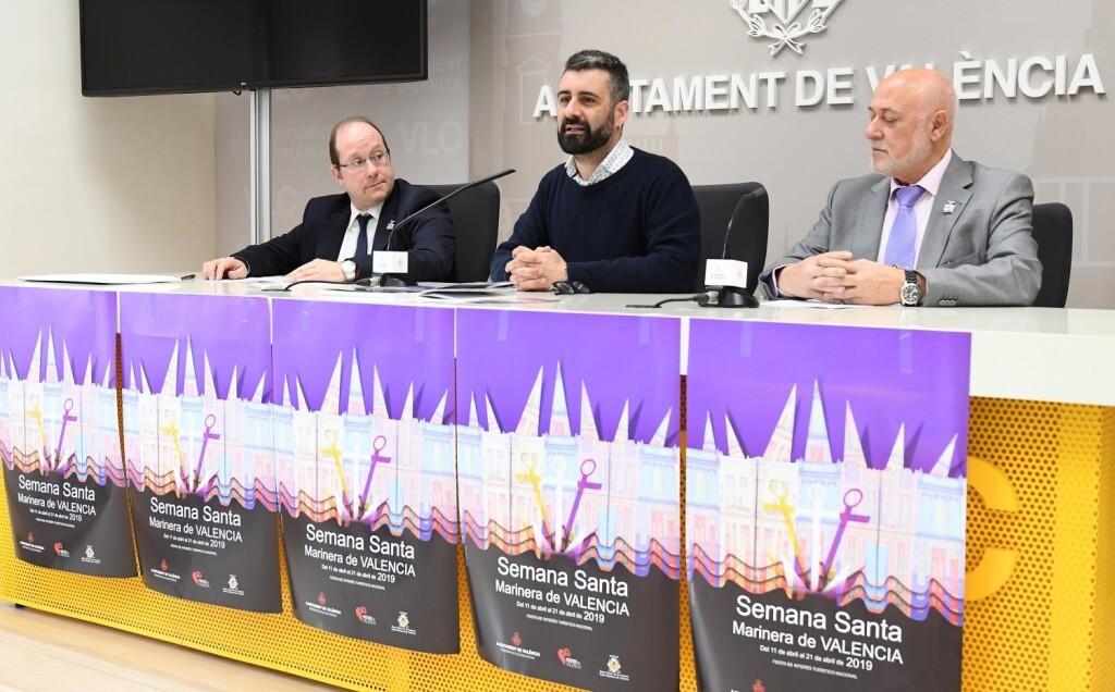 El regidor de Cultura Festiva, Pere Fuset, presenta en roda de premsa les publicacions de la Setmana Santa Marinera de València