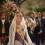 Los falleros visten de blanco a la Geperudeta en una emotiva ofrenda