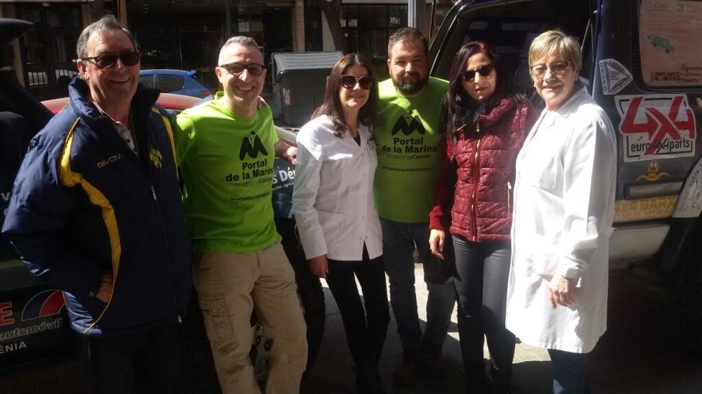 Doña Amparo López con Ana Mar Vila, Gaspar Ruiz, doña Esther Santillana, Vicente Ros y el papi conocido colaborador de Play Radio 107.7 Valencia