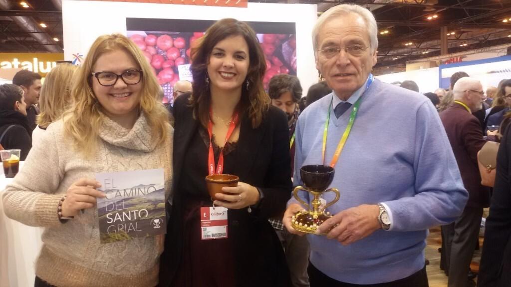 La Dra. Ana Mafé con doña Sandra Gómez y el presidente don Enrique Senent el pasado mes de enero en FITUR 2019