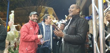 La falla Espartero G.V Ramón y Cajal recibe a la delegación deexpertos enindumentaria de Unesco (1)