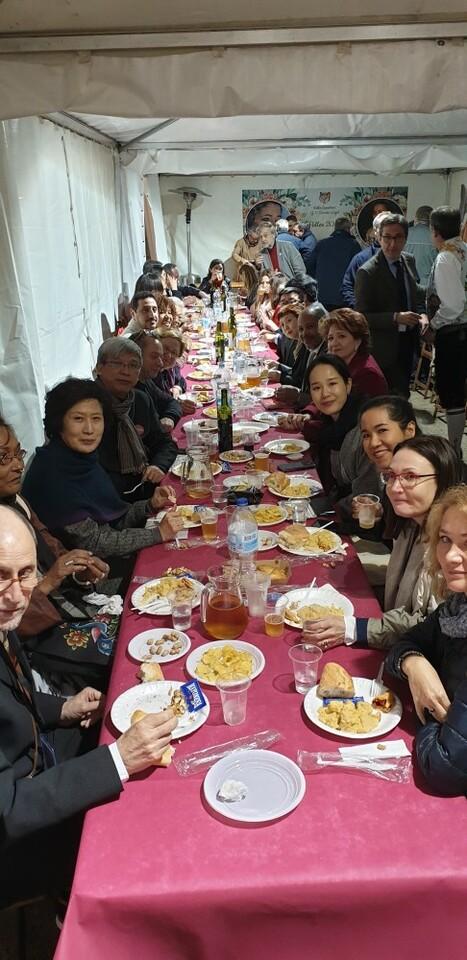 La falla Espartero G.V Ramón y Cajal recibe a la delegación deexpertos enindumentaria de Unesco (30)