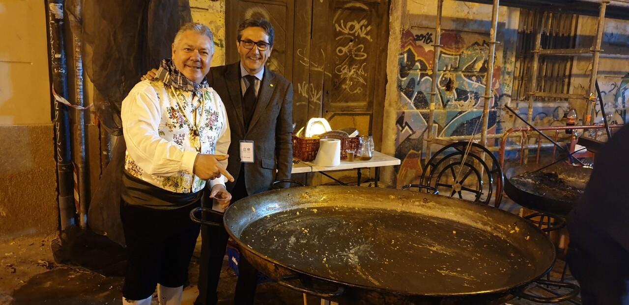 La falla Espartero G.V Ramón y Cajal recibe a la delegación deexpertos enindumentaria de Unesco (32)