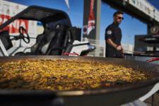 La paella valenciana de Ricepaella arrasa en el Rally Hispania celebrado en Cheste (1)