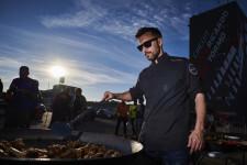 La paella valenciana de Ricepaella arrasa en el Rally Hispania celebrado en Cheste (2)