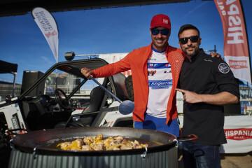 La paella valenciana de Ricepaella arrasa en el Rally Hispania celebrado en Cheste (3)