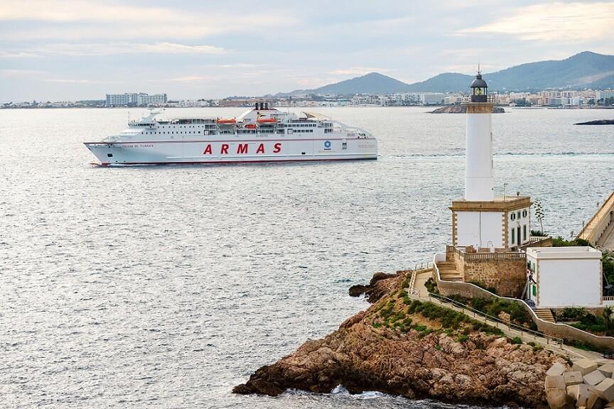 Buque de Trasmediterranea Volcan de Tijirafe en el puerto de Ibiza.