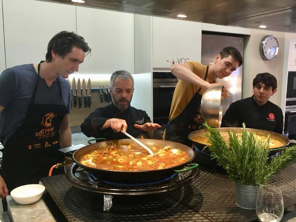 Losgemelos Weasley aprenden a cocinar paella valenciana en Valencia Club Cocina (1)