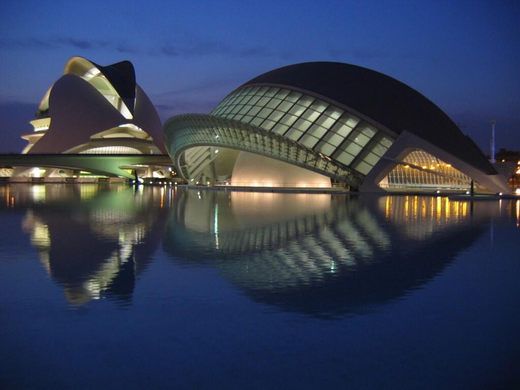 Valencia - Ciudad de las Artes y las Ciencias noche - crédito Wikimedia Commons