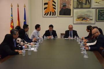 Calabuig se reúne con una delegación de la provincia china de Shandong para explorar vías de colaboración educativa y tecnológica 20190521_103015 (6)