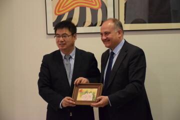 Calabuig se reúne con una delegación de la provincia china de Shandong para explorar vías de colaboración educativa y tecnológica 20190521_103015 (7)