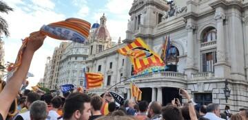 El Valencia C.F. presenta la Copa a la patrona, autoridades locales y a la afición en el Ayuntamiento (10)