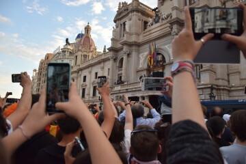 El Valencia C.F. presenta la Copa a la patrona, autoridades locales y a la afición en el Ayuntamiento (17)