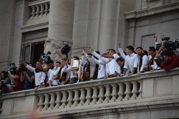 El Valencia C.F. presenta la Copa a la patrona, autoridades locales y a la afición en el Ayuntamiento (23)