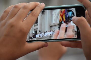 El Valencia C.F. presenta la Copa a la patrona, autoridades locales y a la afición en el Ayuntamiento (25)