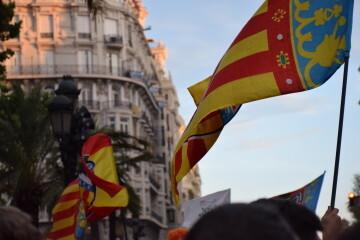 El Valencia C.F. presenta la Copa a la patrona, autoridades locales y a la afición en el Ayuntamiento (27)