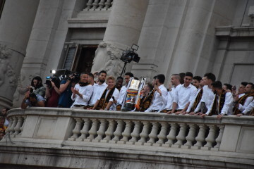 El Valencia C.F. presenta la Copa a la patrona, autoridades locales y a la afición en el Ayuntamiento (28)