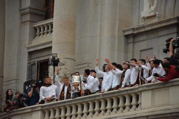 El Valencia C.F. presenta la Copa a la patrona, autoridades locales y a la afición en el Ayuntamiento (38)