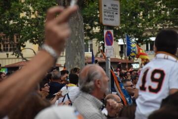 El Valencia C.F. presenta la Copa a la patrona, autoridades locales y a la afición en el Ayuntamiento (40)