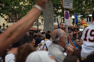 El Valencia C.F. presenta la Copa a la patrona, autoridades locales y a la afición en el Ayuntamiento (41)