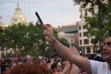 El Valencia C.F. presenta la Copa a la patrona, autoridades locales y a la afición en el Ayuntamiento (45)