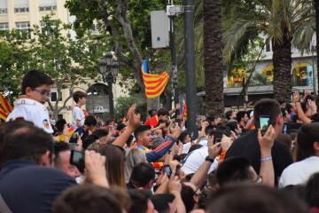 El Valencia C.F. presenta la Copa a la patrona, autoridades locales y a la afición en el Ayuntamiento (46)