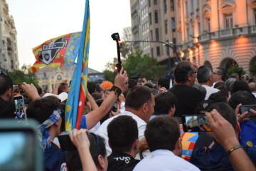 El Valencia C.F. presenta la Copa a la patrona, autoridades locales y a la afición en el Ayuntamiento (47)
