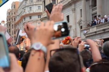 El Valencia C.F. presenta la Copa a la patrona, autoridades locales y a la afición en el Ayuntamiento (48)