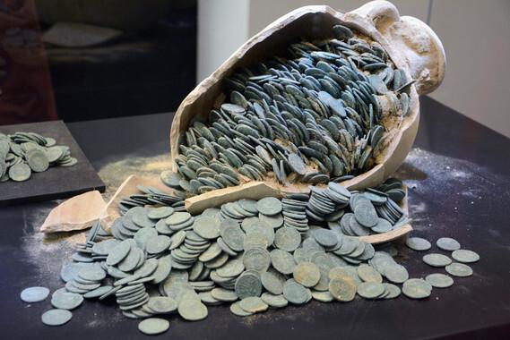 El-tesoro-romano-de-Tomares-tiene-un-valor-de-casi-medio-millon-de-euros_image_380