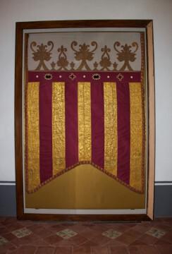 La Real Senyera original ya luce en la vitrina del Colegio del Arte Mayor de la Seda (1)