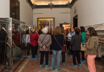La Real Senyera original ya luce en la vitrina del Colegio del Arte Mayor de la Seda (3)